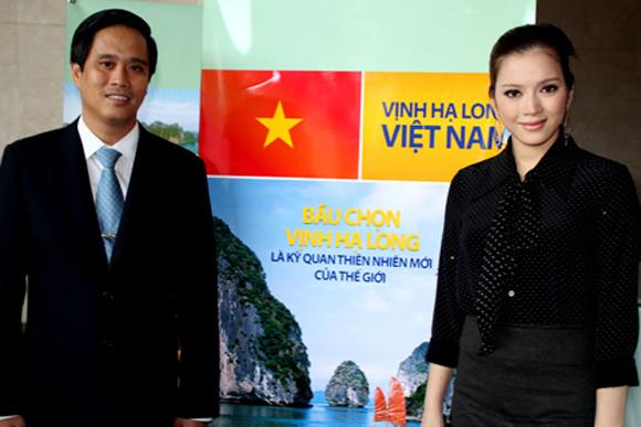 Image result for Chiều 1/11, Đại sứ Du lịch Lý Nhã Kỳ đã tham gia buổi Lễ phát động bầu chọn cho Vịnh Hạ Long trở thành Kỳ quan Thiên nhiên mới của Thế giới cùng các cán bộ công nhân viên của Công ty Cổ phần Phương Trang tại TP HCM.