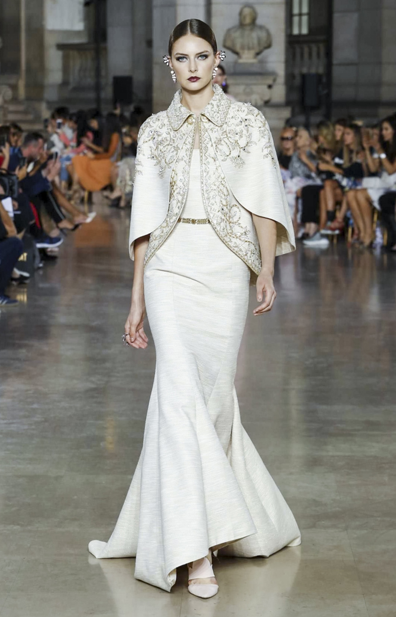 Georges Hobeika<br>Fall 2017 Couture<br>Look 06