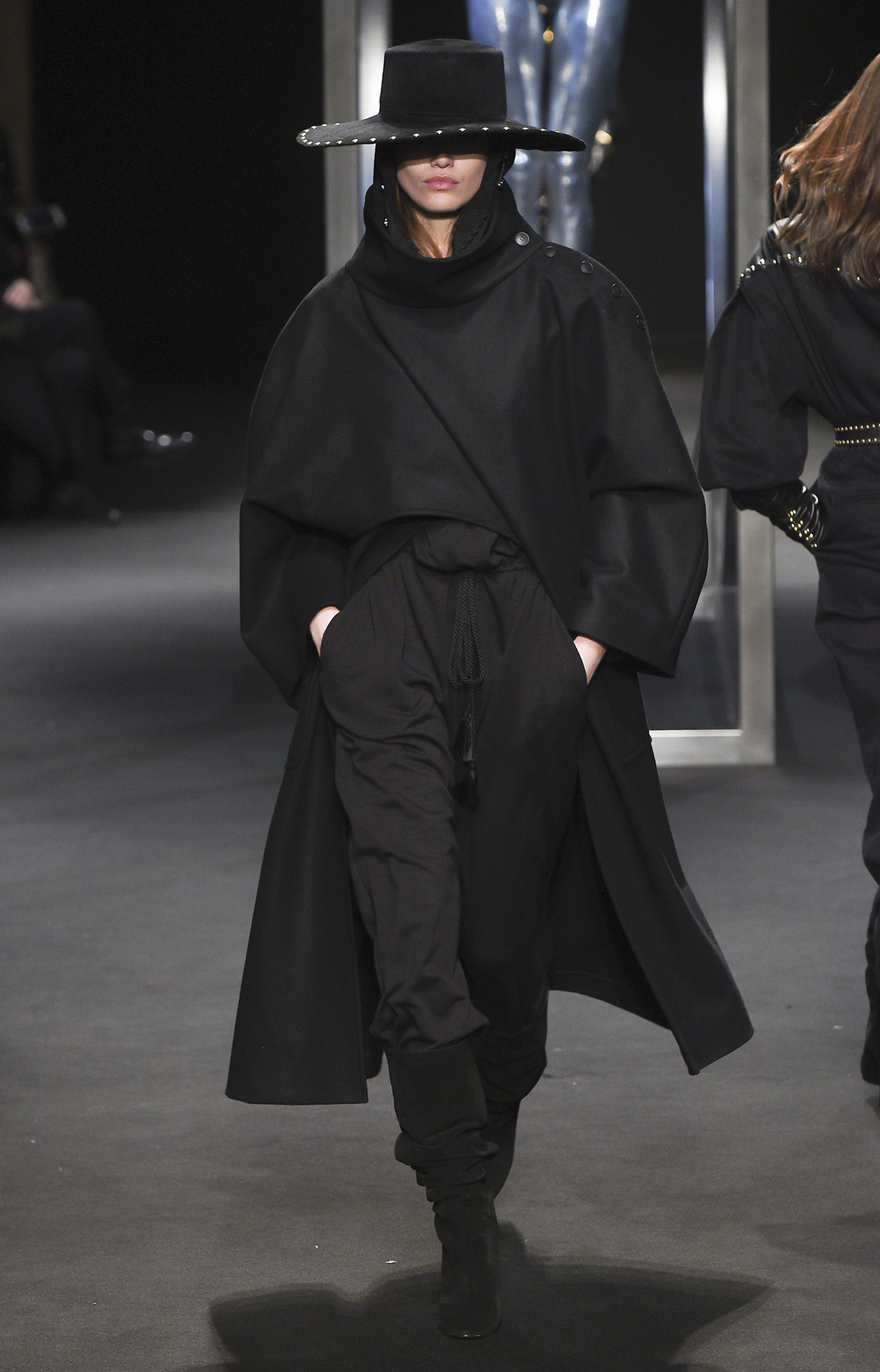 Alberta Ferretti<br>Fall 2018<br>Look 02